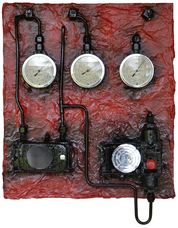 """OmorO - Machine à voyager dans l'espace-temps - 2015Il s'agit la d'un prototype de la Machine à Voyager dans l'Espace et le Temps qui est en attente d'une deuxième MVET pour être opérationnelle. Les trois cadrans du haut servent pour les coordonnées """"XYZ"""